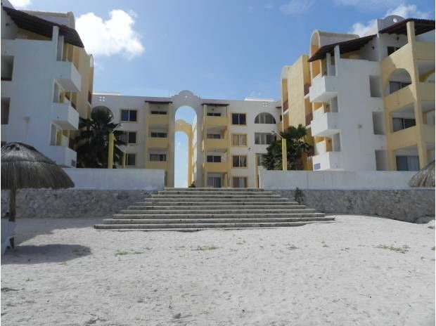 Beautiful 3rd floor oceanfront condo Chicxculub