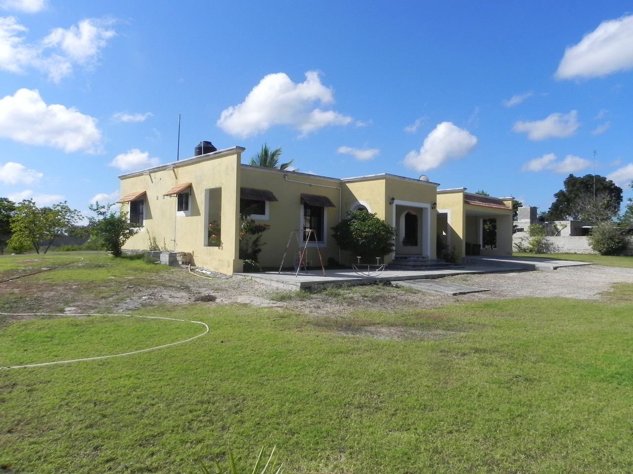 Country house with pool in Tixpehual on huge lot