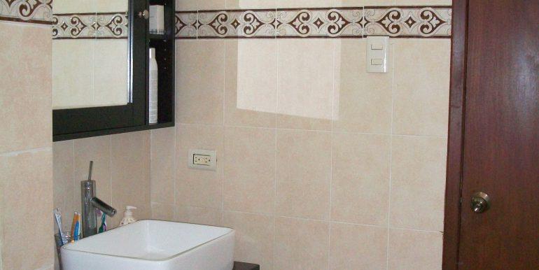 bathroom_house2